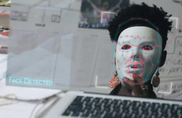 Coded Bias: Documentário da Netflix reacende discussão sobre regulação e uso de IAs